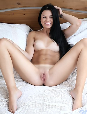 Free Teen Spreading Porn Pictures